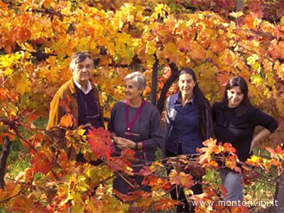 La famiglia Montori nelle vigne della cantina omonima