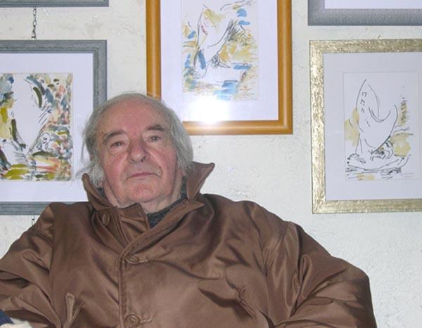 L'artista Guido Venieri nel suo studio, a Grottammare