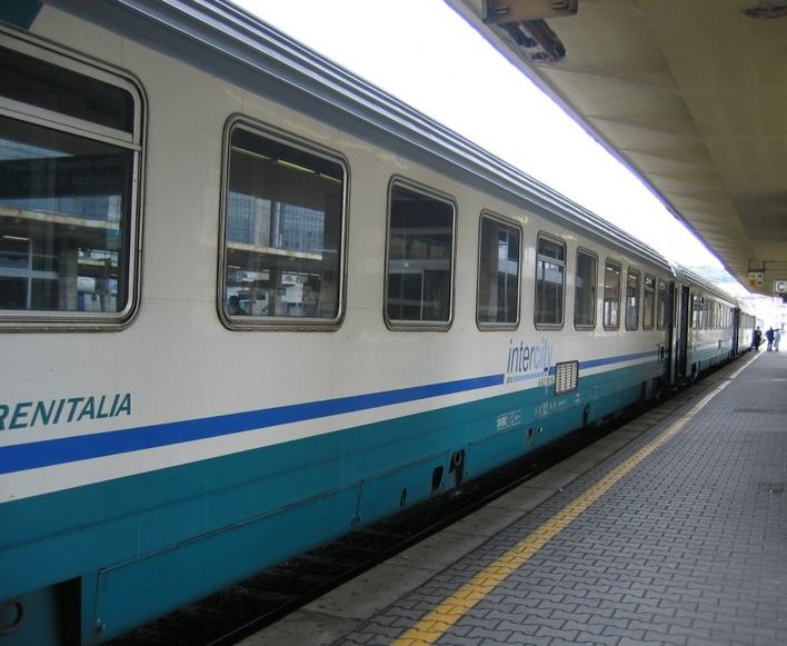 Previsti taglia ai servizi di Trenitalia