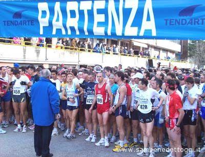 Gli atleti alla partenza in una passata edizione della Maratonina