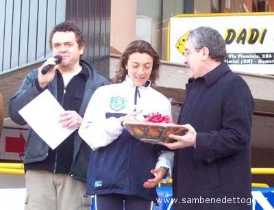 Maratonina 2007: la premiazione di Marcella Mancini