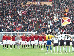 Il minuto di silenzio alla memoria di Licursi e Raciti allo stadio Olimpico di Roma