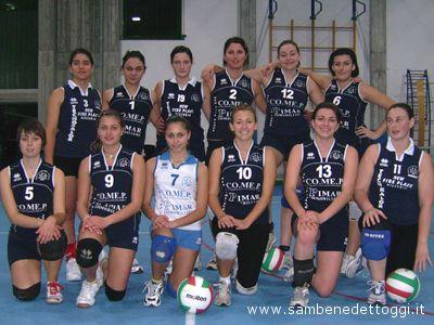 Le ragazze della II Divisione della Grt Grottammare prima della partita contro l'Ares Volley