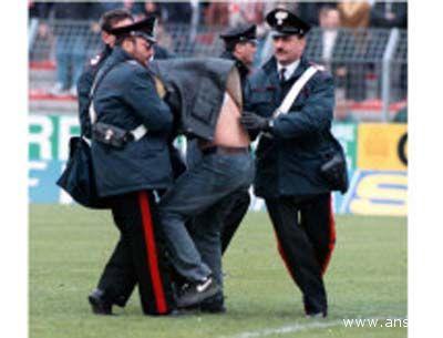 Via libera al decreto contro la violenza negli stadi