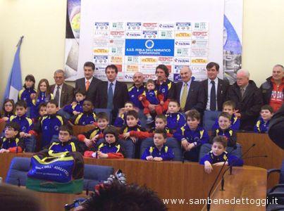 I giovani ciclisti della Perla dell'Adriatico nella sala consiliare del Comune di Grottammare
