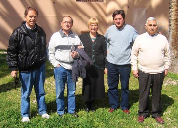 Maria Cristina Costanzo, Adolfo Vespasiani assieme ai tre falegnami olontari ad Itiuba