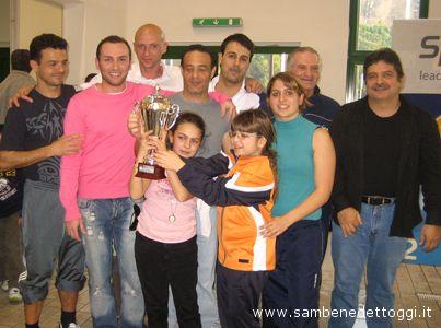 San Marino. Alcuni nuotatori della Pool Nuoto premiati insieme al campione Luca Sacchi