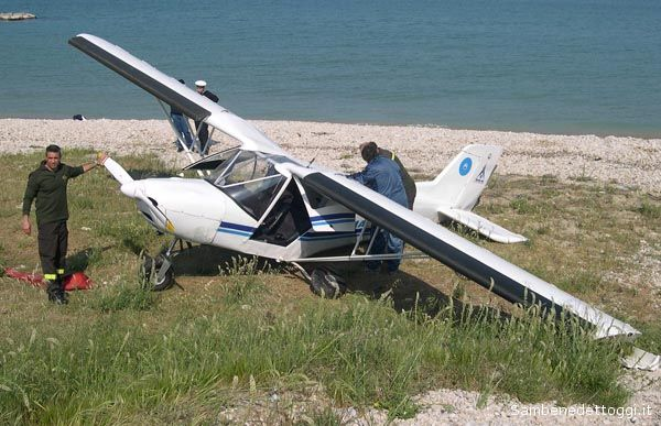 L'aereo è finalmente a terra