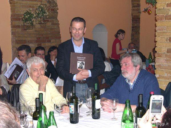 Loriano Macchiavelli, il Sindaco Paolo D'erasmo e Francesco Guccini