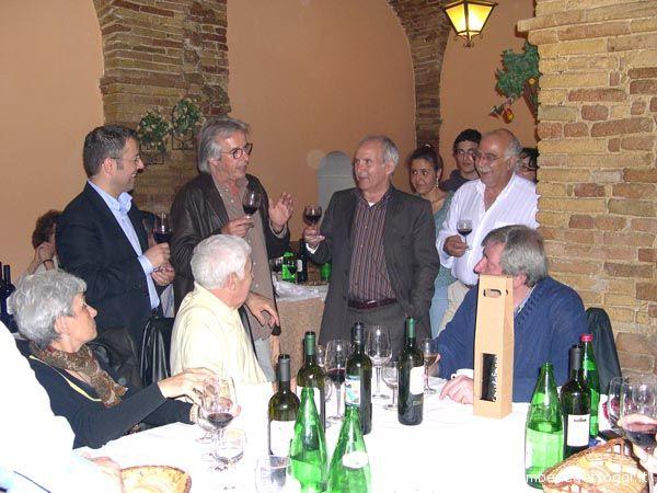 Il giornalista Patrizio Patrizi recita una poesia sui fichi (in onore all'omonima canzone di Guccini)