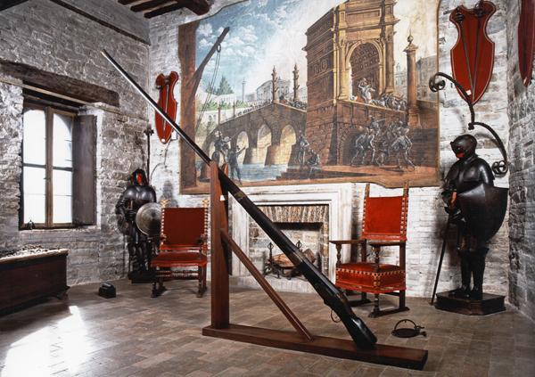Castello Pallotta, Sala delle armi, Caldarola