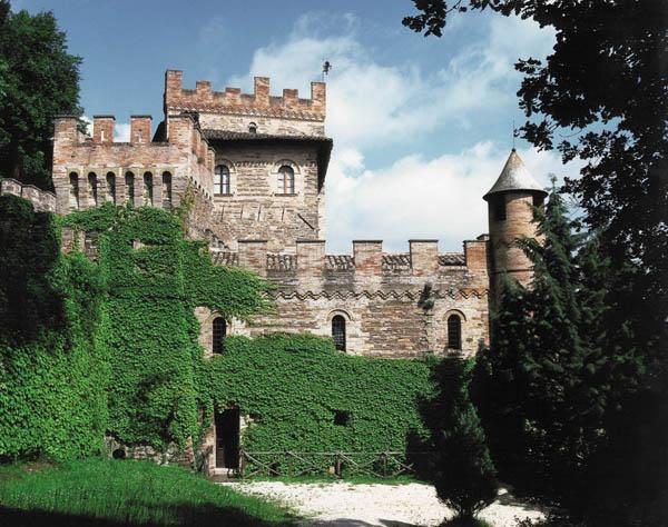 Castello Pallotta, Veduta esterna, Caldarola