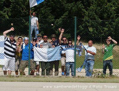 Penne-Centobuchi 0-1. Scatti ravvicinati tra i tifosi biancocelesti giunti in Abruzzo