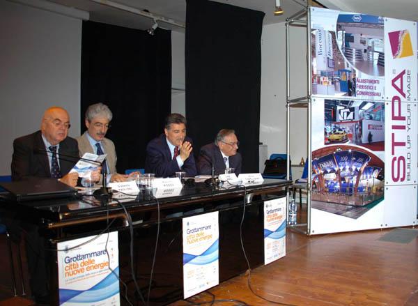 Il tavolo della conferenza al suo secondo giorno