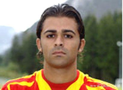 Il difensore del Lecce Alessandro Camisa