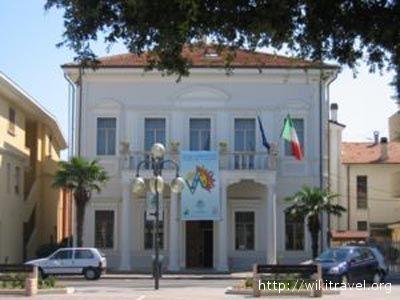 Il Municipio di Alba Adriatica