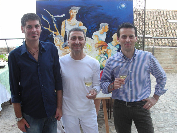 Francesco Colella con lo chef Lamberto Langiotti ed uno dei produttori vinicoli sponsor della manifestazione (Poderi San Lazzaro)
