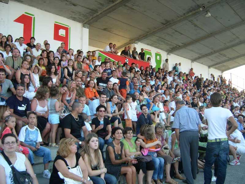 il pubblico sulla tribuna