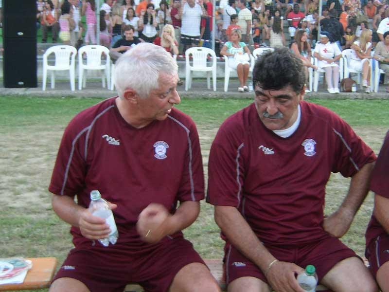 L'attore Franco Oppini e Roberto Da Crema si riposano nell'intervallo tra il primo e il secondo tempo