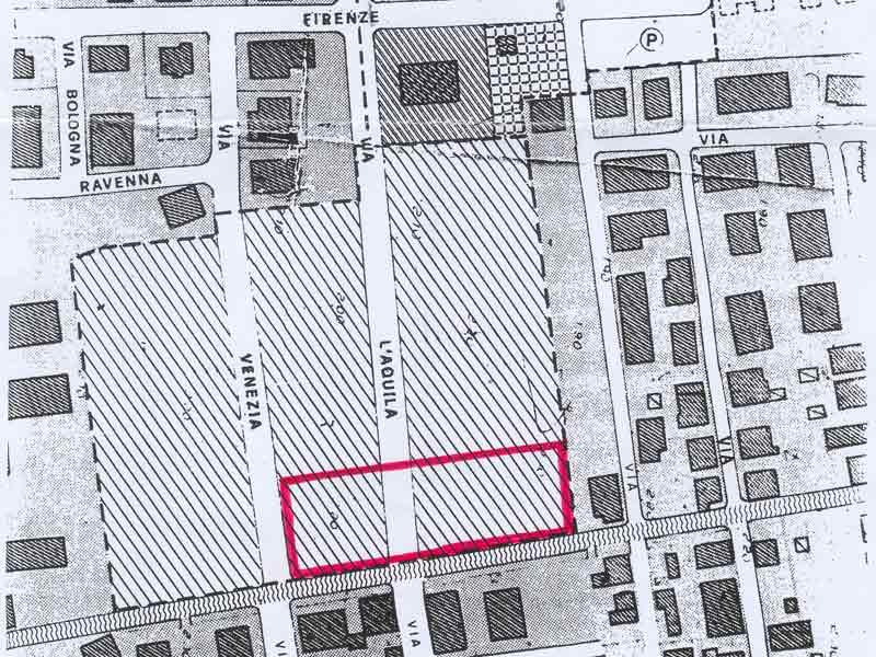 In rosso la zona interessata dalle costruzioni, che andrebbero a chiudere per sempre Via L'Aquila