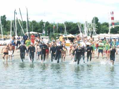Un momento della gara di Coastal Triathlon