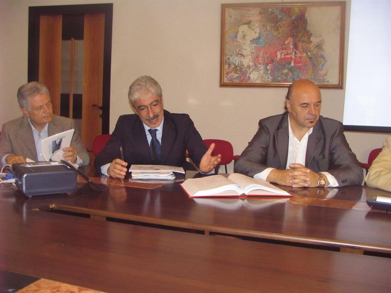 Il presidente Massimo Rossi durante la conferenza stampa