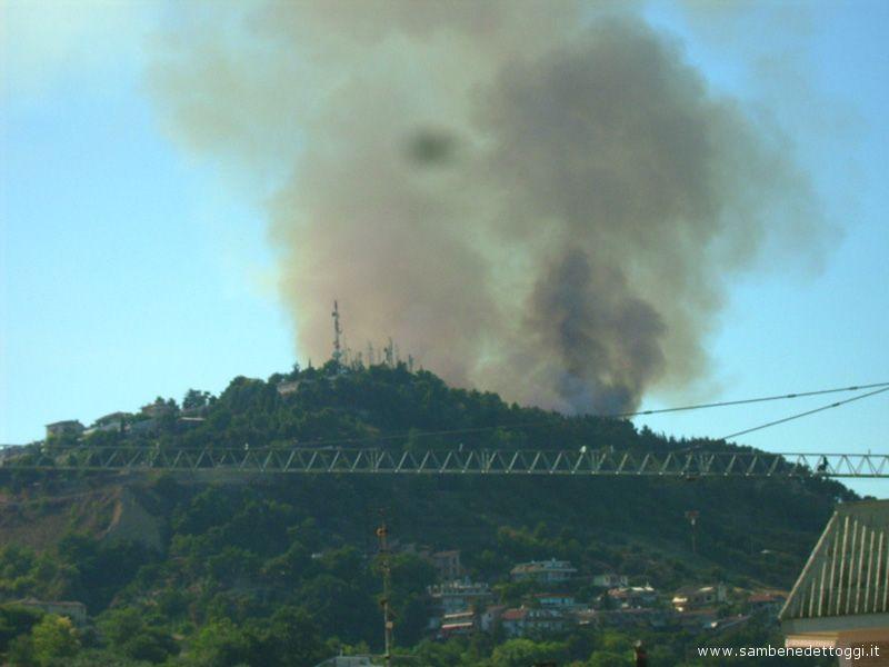 Domenica 15 luglio, vasto incendio a Montesecco, nelle colline fra San Benedetto del Tronto e Grottammare
