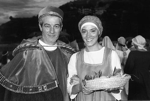 Due personaggi del corteo della Sacra Giubilare