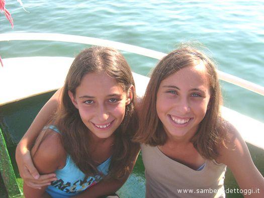 Ilenia e Valeria posano felici davanti al nostro obiettivo