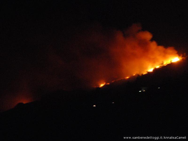 Alte le fiamme per l'incendio ripano del 30 agosto