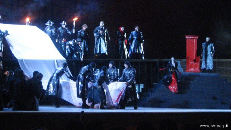 Il corpo di Re Duncan, ucciso nel sonno da Macbeth