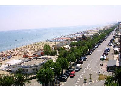 Veduta del lungomare di Alba Adriatica