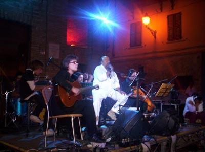 I Marecanto in un momento di un loro concerto a Grottammare