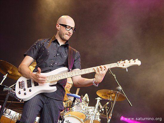 Saturnino, il mitico bassista di Jovanotti, sarà docente al Summer Camp