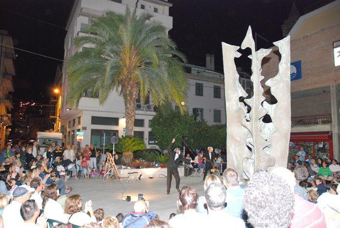 Piazza Fazzini al completo per Vivalastradaviva