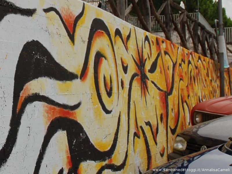 Il sogno dopo la sofferenza: nel murales arrivano colore e forme fluide