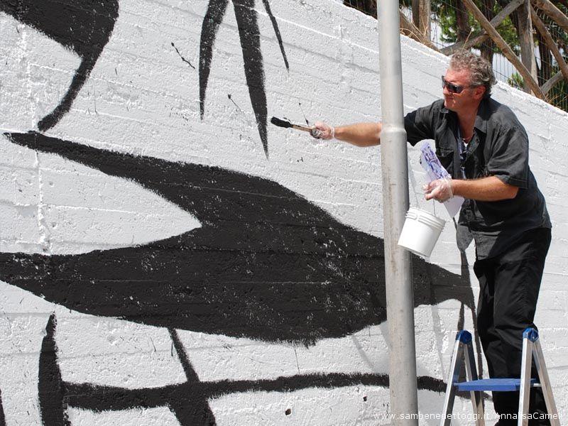 Ogni sabato e domenica, fino alla fine dei lavori - tempo permettendo - l'artista sarà al lavoro al murales