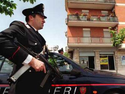 Carabinieri ad un posto di blocco