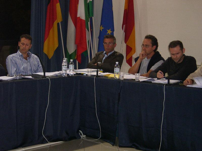 I banchi dell'opposizione occupati da Citta Attiva. Stefano Ciapanna, Paolo Camaioni, Andrea D'Ambrosio e Alduino Tommolini