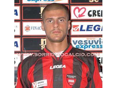 L'attaccante Gennaro Fragiello con la maglia del Sorrento