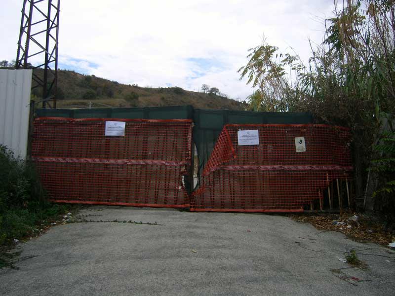 L'ingresso ai terreni dell'ex fornace Fiore sottoposti a sequestro