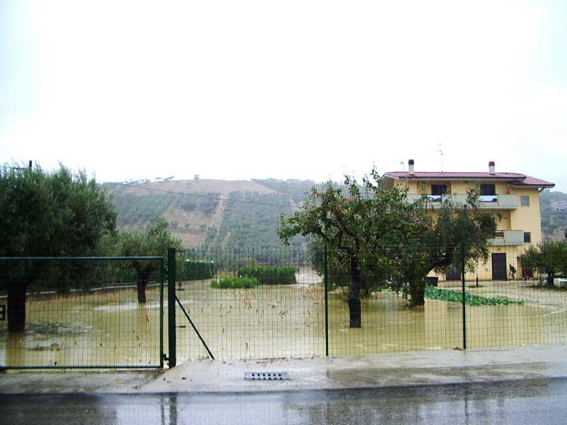 Una zona di Tortoreto investita da acqua e fango in seguito all'alluvione di sabato scorso
