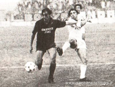 Giuliano Fiorini in azione contro la Cavese, in una partita del 1983