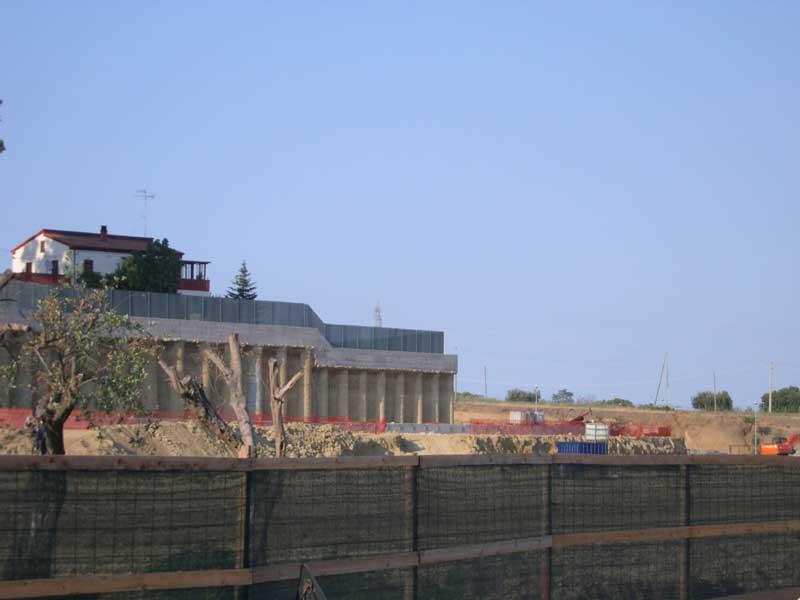 I lavori per la costruzione del centro commerciale Arcobaleno, nell'area compresa tra il casello dell'A14 e il centro commerciale Val Vibrata