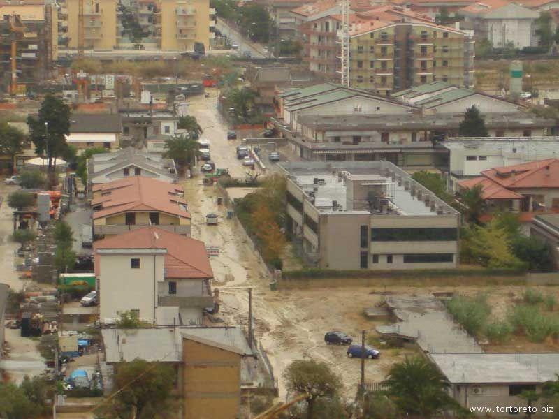 Un'immagine dall'alto di Tortoreto all'indomani dell'alluvione