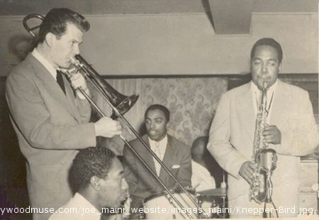 Jimmy Kneeper, a sinistra; Roy Haynes al centro, in batteria; Charlie