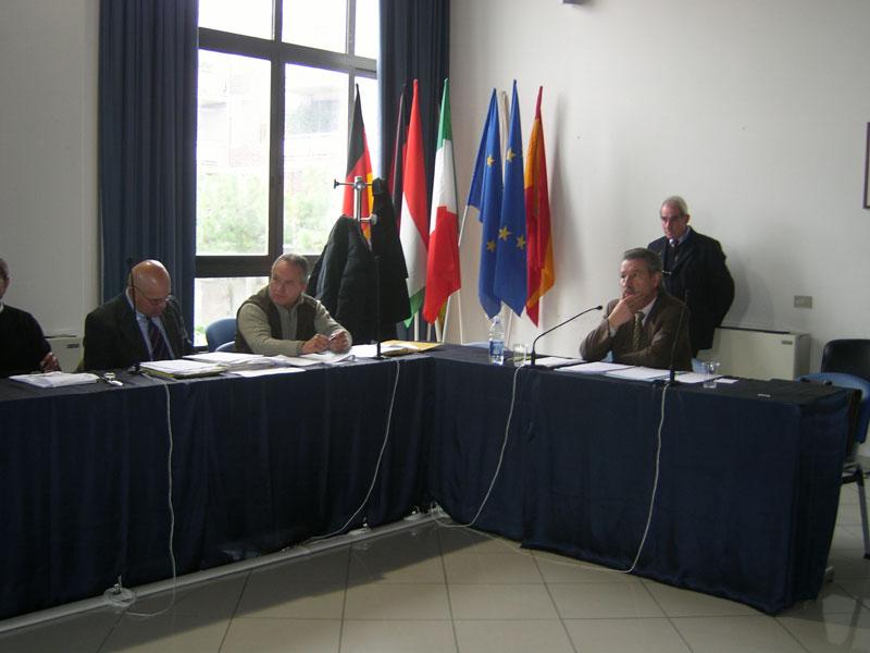 i banchi dell'opposizione in cui mancano i consiglieri di Città Attiva