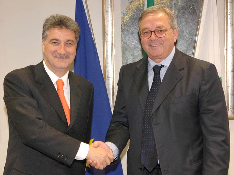Il Sindaco di Grottammare Luigi Merli e il Presidente della Regione Marche Gian Mario Spacca siglano un accordo per la riqualificazione delle zone degradate a nord della città