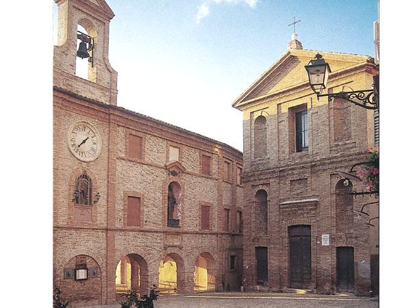 Piazza Peretti, il centro storico di Grottammare