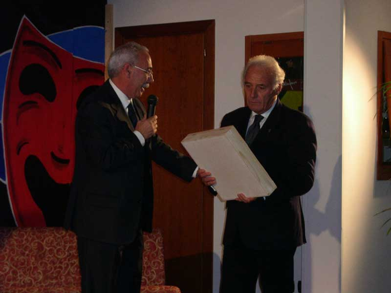 Pietro Dursi premia Federico Fiorenza